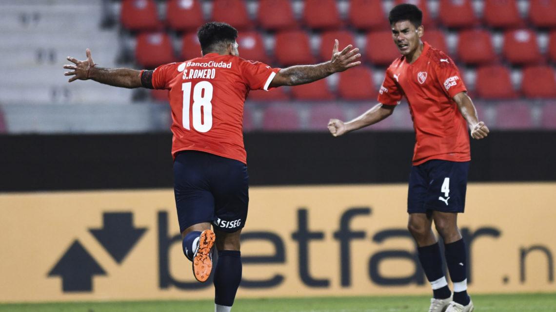 Otra noche de copas: Boca goleó y clasificó, Argentinos perdió en Uruguay; Independiente ganó con suspenso.