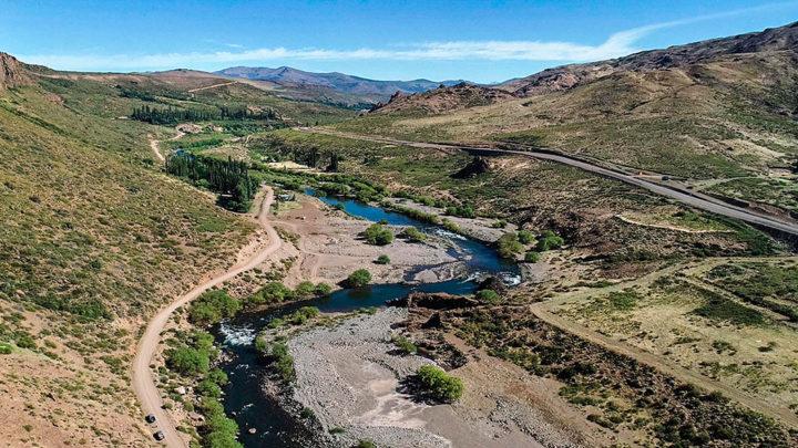 En el noroeste de Neuquén se reavivó el conflicto por la represa Nahueve. Nueva amenaza de desalojo contra una familia