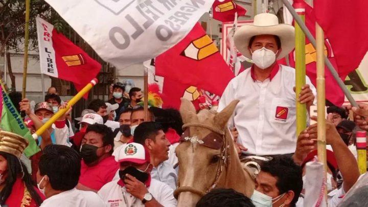Perú: A un mes del balotaje y con un golpe en curso
