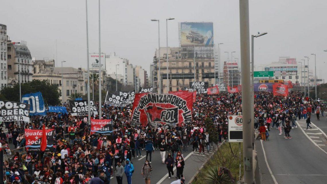 Los Movimientos Sociales no ligados al gobierno marcharon con sus reclamos