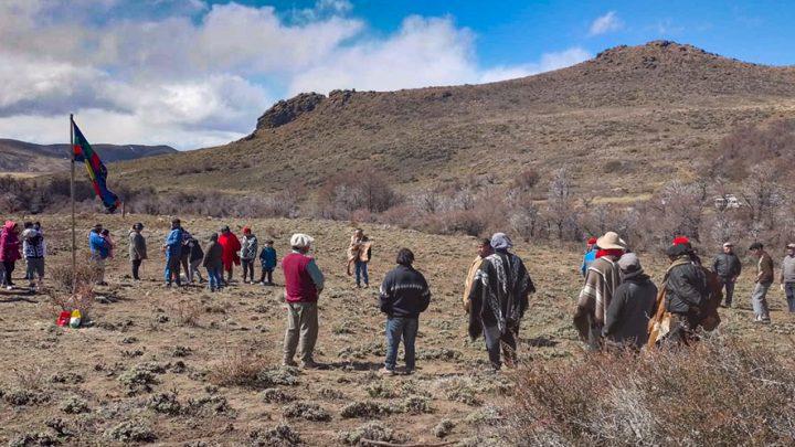 Dos comunidades mapuche resisten desalojos en Río Negro