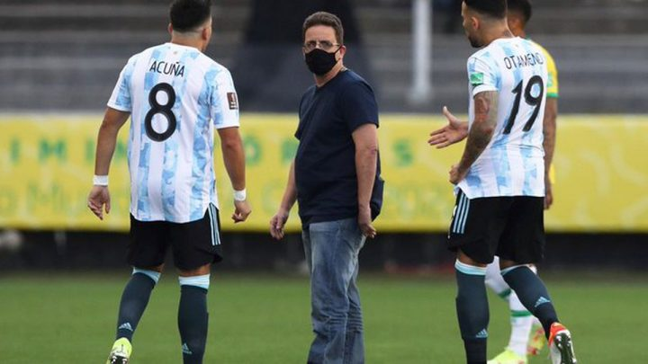 Poco fútbol y mucho escándalo