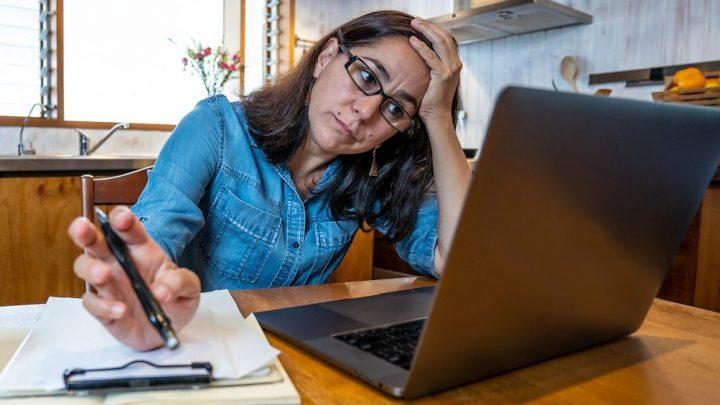 Aumentos de horas de trabajo y castigo salarial para les trabajadores que no se someten al chantaje